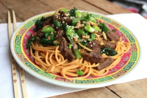 wok fried noodles with beef and green beans